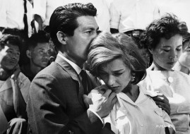 Eiji Okada holds Emmanuelle Riva in Hiroshima Mon Amour